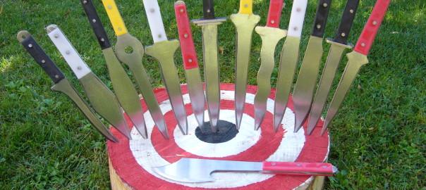B  coltelli da lancio  FOTO